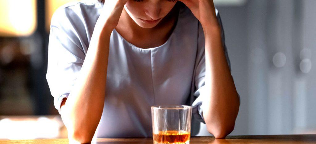 persona con adicción al alcohol