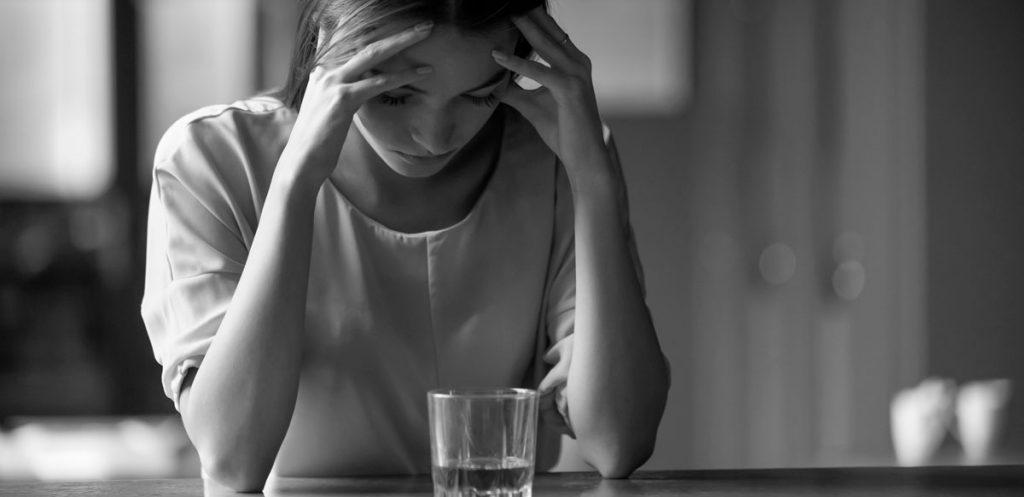 mujer con alcoholismo