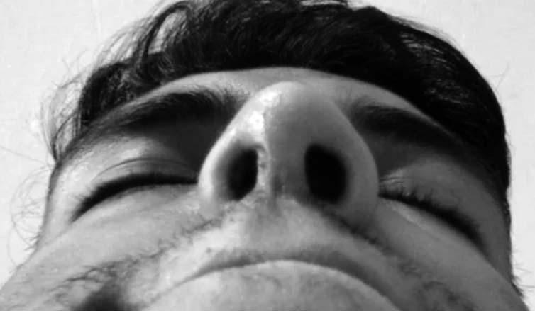 Agujeros nasales desiguales: efectos de la coca en la nariz