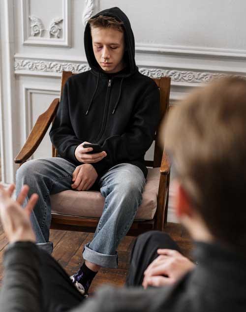 joven adicto en consulta