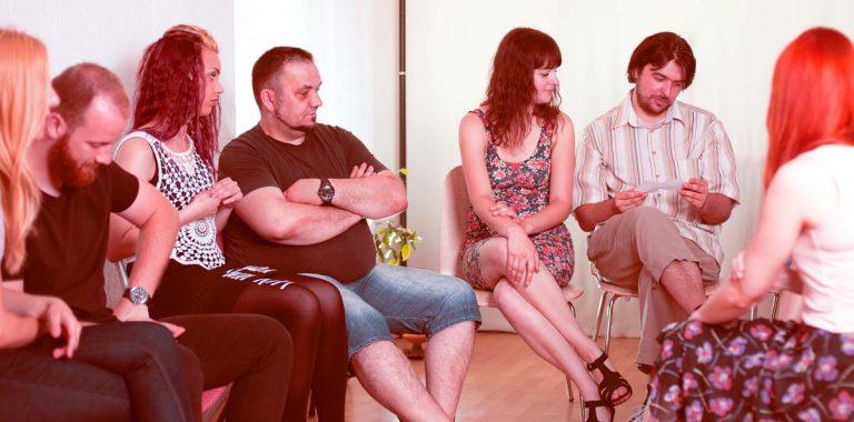 Reunión de grupo en alcohólicos anónimos